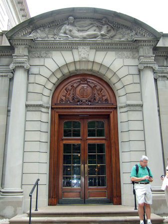 Frick Collection: Entrance