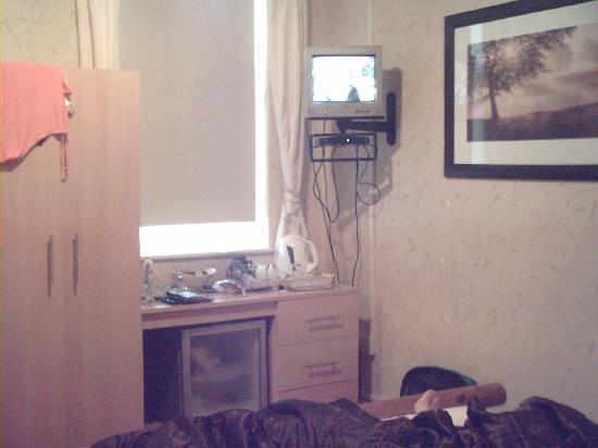 Beech Mount Hotel: not a 4* tv, and that window doesnt open.