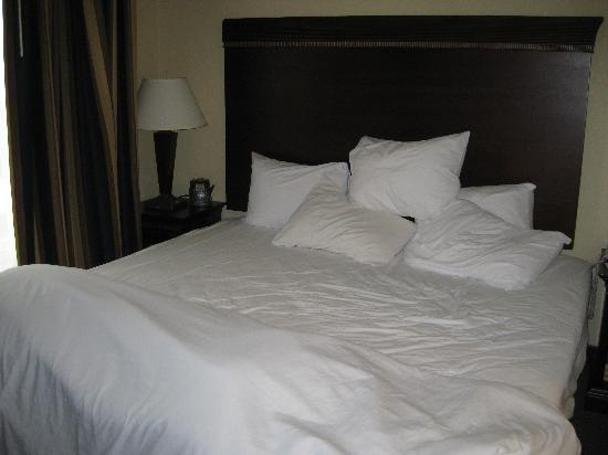 Homewood Suites by Hilton Manchester/Airport: bedroom