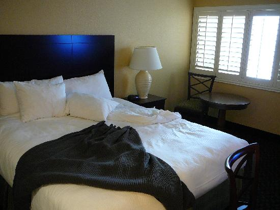 Best Western Plus Casino Royale: Casino Royale Bed