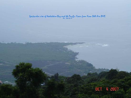 Belle Vue Kona B&B: Kealakekua Bay and Pacific Ocean views of Belle Vue B&B