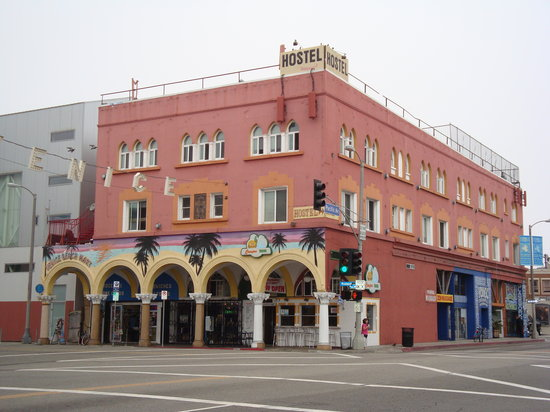 Venice Beach Hostel and Hotel: outside, 2 upper levels