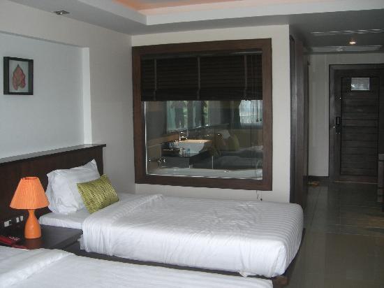 Thanthip Beach Resort: プーケット1