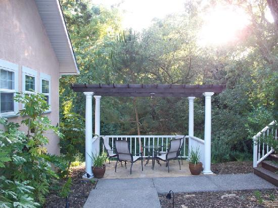 Glen Ellen Inn: another place to sit, near the courtyard between a number of cottages