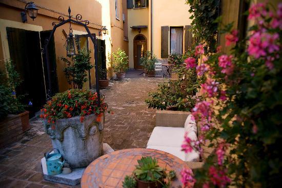 Hotel Porta San Mamolo: Garden area