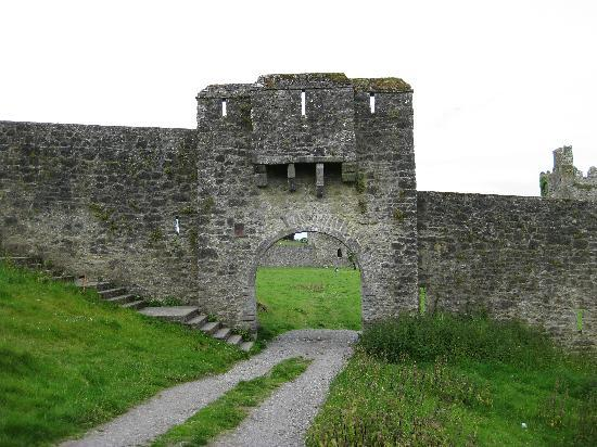 County Kilkenny, Irlanda: Gate through the outer defense walls