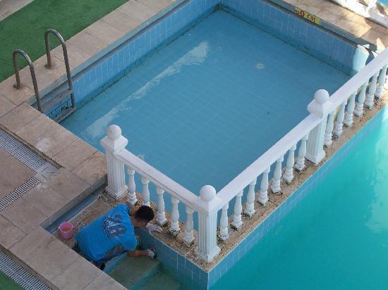 Azzaro Hotel: pool