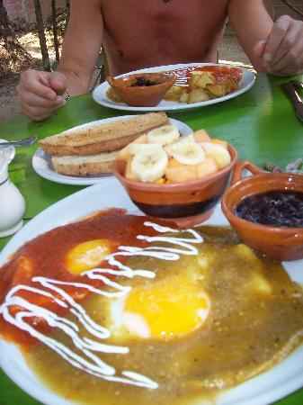 Las Casitas Bungalows : Orale's Restaurant was a very short walk and we enjoyed this fabulous breakfast!