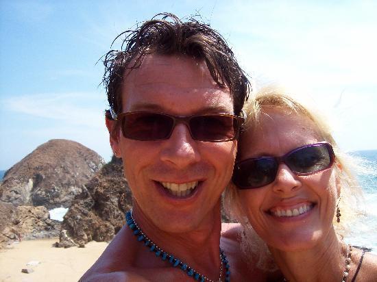 Las Casitas Bungalows : Having fun on the beach!
