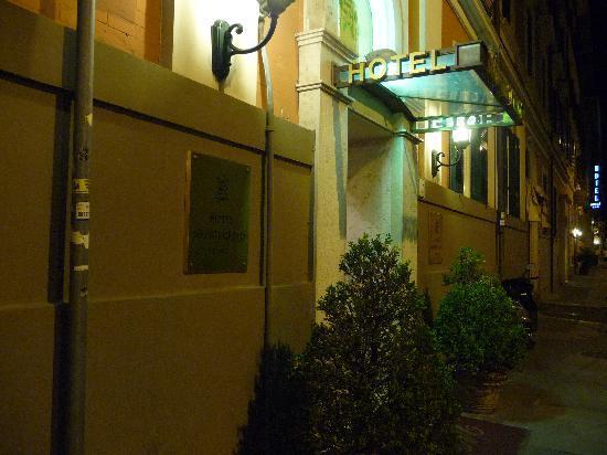 Montecarlo Hotel: Hotel entrance