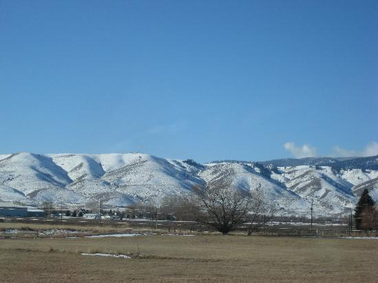 Baker City, Oregón: Baker Valley and the beautiful Elkhorn Mountains on the West