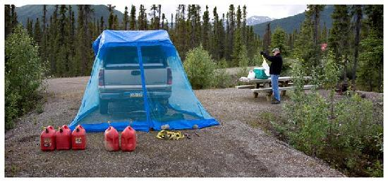 Coldfoot, AK: Truck Camping and Screen House