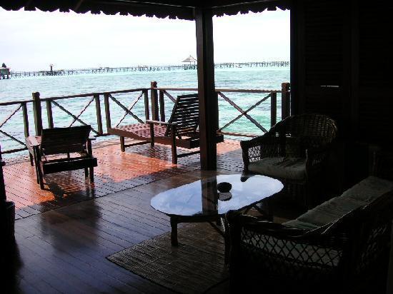 Sipadan Water Village Resort: Seating area and deck of cabin