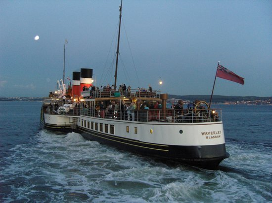 Waverley Excursions: She makes her way up river