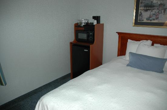 Hampton Inn Greensburg: nice fridge and microwave