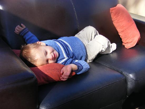 Rio Sol Portuguese Restaurant: A couch was carried out for my son when he got tired and they noticed that I did not have his pr