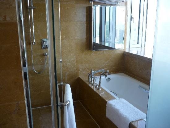 Bohao Radegast Hotel Beijing: doccia e vasca