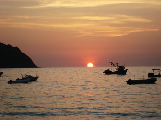 Isla Salango, Ecuador: Sunset in the beach of Salango (downhill from Islamar)