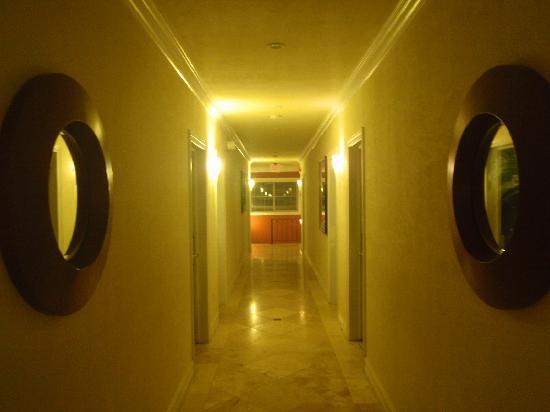 Hawaii Hotel: 二階廊下