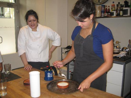 Cook' n With Class Paris: Making our creme brulee!