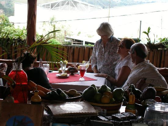 Hotel Reventazon: dining right next door is very nice