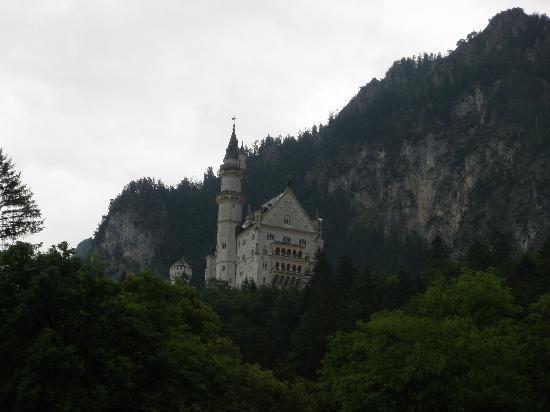 Hotel Helmerhof: Neuschwanstein, 5 minute drive away