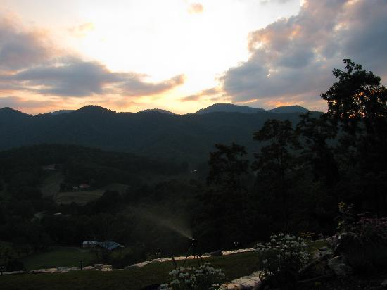 Wildberry Lodge: Sunset in the mountains