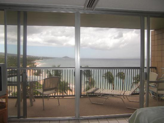 Mana Kai Maui: View from inside looking at the lanai