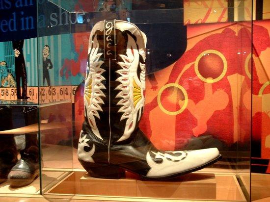 Bata Shoe Museum: to many GD shoes. argh!!!!!