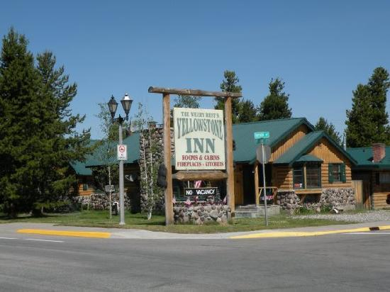 Yellowstone Inn: The view from across the road/highway