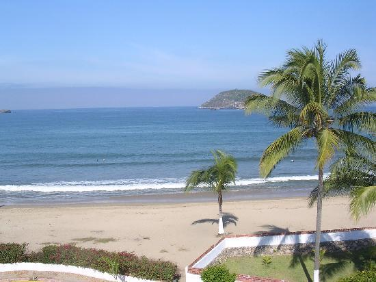 Villa Corona del Mar : The sandy beach just steps away