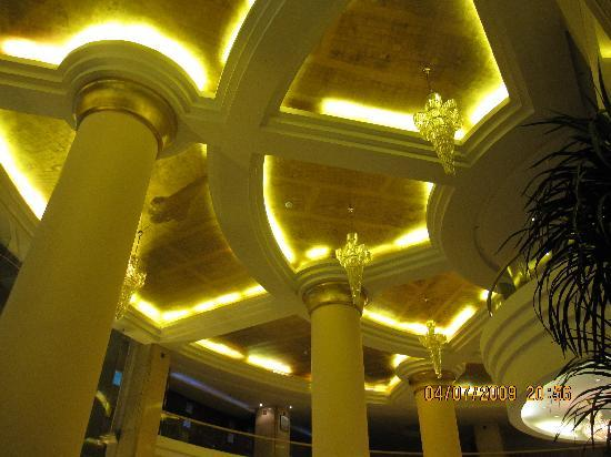 New South Asia Hotel: View of the lobby ceiling at night