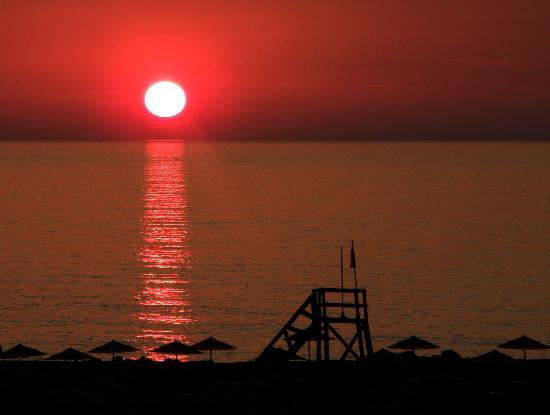 Mitsis Rinela Beach Resort & Spa: Sunsets to die for!