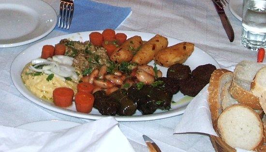 Byzantio Restaurant: Mixed starter platter - giant beans yum yum...