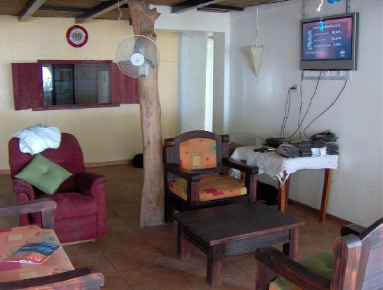 Manzanillo Beach Hotel: Lounge area of hotel