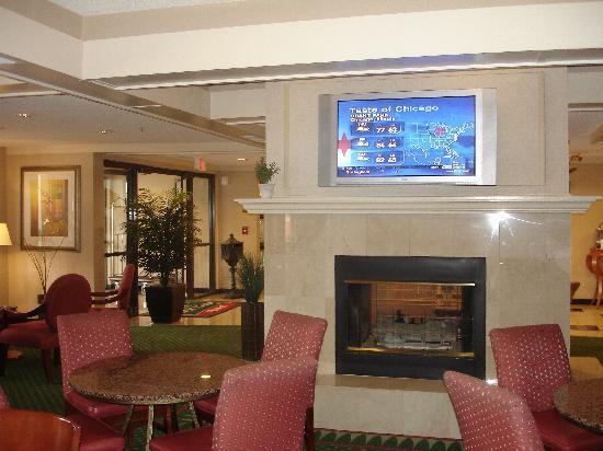Courtyard Springfield: Lobby area