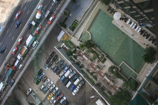 โรงแรมฮาร์เบอร์ แกรนด์ ฮ่องกง: Pool as seen from our room