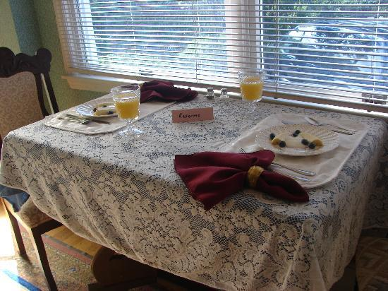 Beauclaire's Bed and Breakfast: Our reserved table :o)