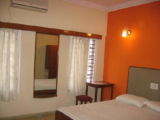 Sri Lakshmi Comforts: Double Room