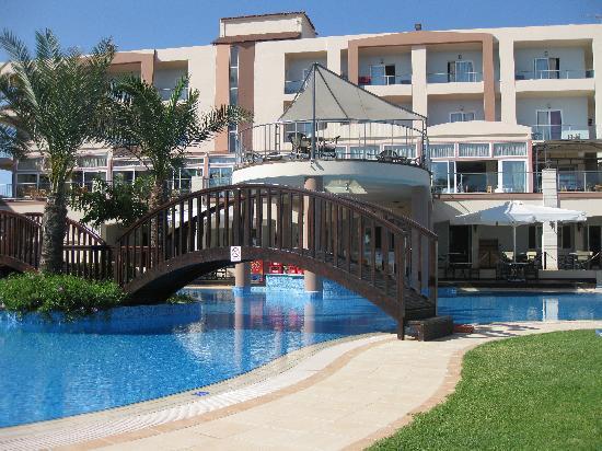 Selini Suites: pool area