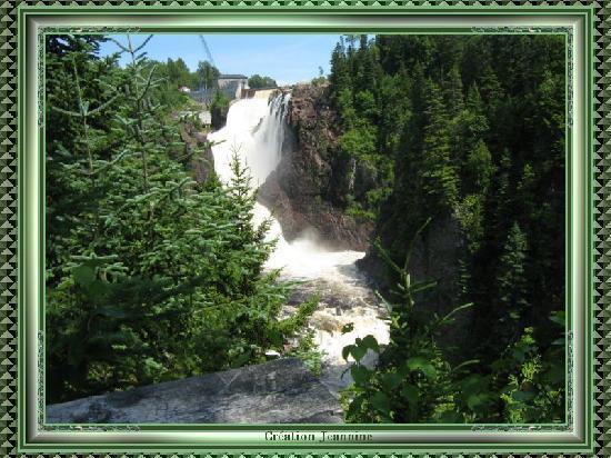 Les Sept-Chutes : La force de l'eau