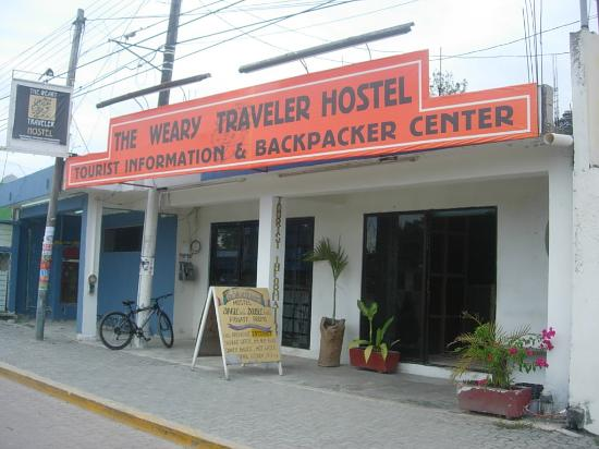 Weary Traveler Hostel: Front