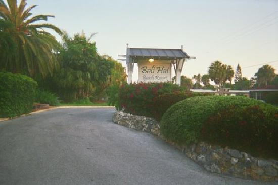 Bali Hai Beach Resort: Front enterance