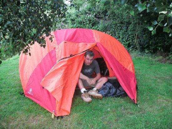 Rainbow Hostel: campsite