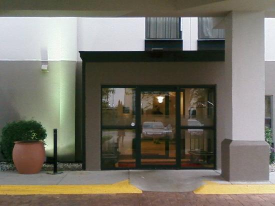 Hampton Inn Findlay: Hotel Entrance