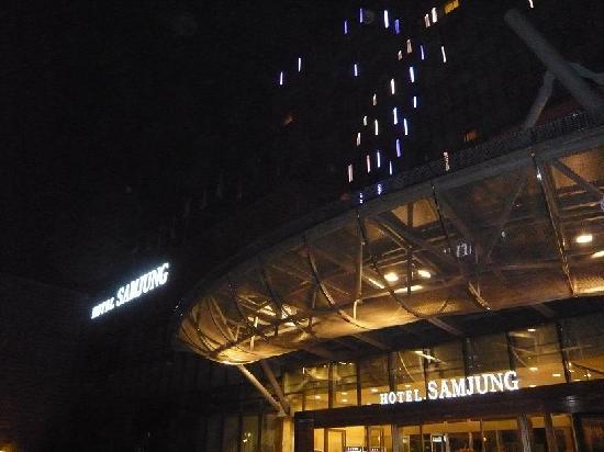 Hotel Samjung: リニューアルされた外装