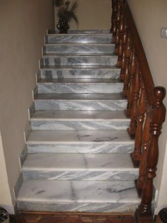 Ethio Comfort Guest House: Marble Stairway
