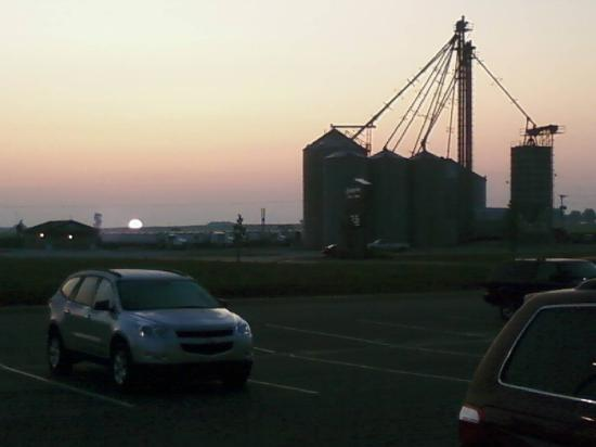 Hampton Inn and Suites - Greensburg: Sunrise Outside the Hotel