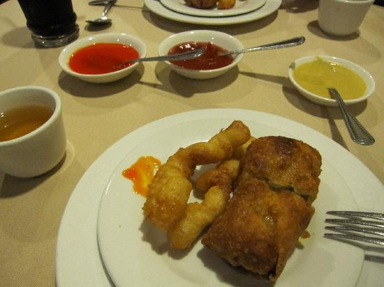 Golden Dragon Restaurant: Egg rolls & fried shrimp