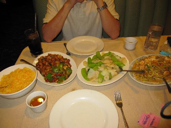 Golden Dragon Restaurant: Szechuan shrimp, snow peas w/ water chestnut cashew chicken